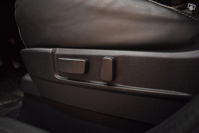 Mitsubishi Outlander PHEV 22