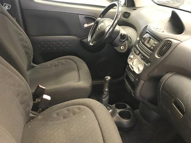 Toyota Yaris Verso 12