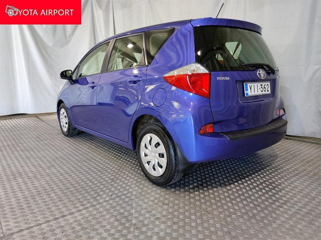 Toyota Verso-S 2