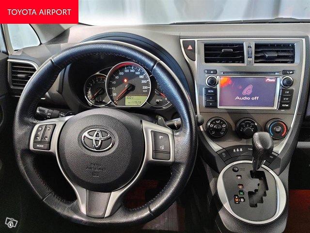 Toyota Verso-S 12