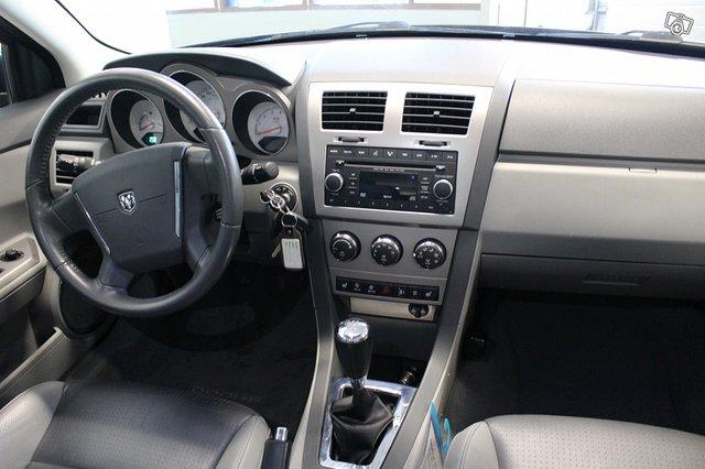 Dodge Avenger 5
