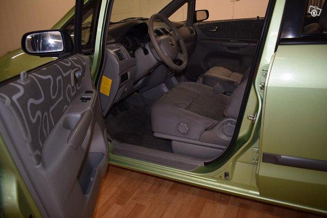 Mazda Premacy 11