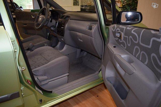 Mazda Premacy 14
