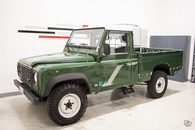 Land Rover Defender 110 3