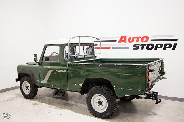 Land Rover Defender 110 4