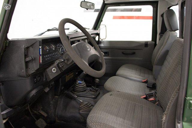 Land Rover Defender 110 6