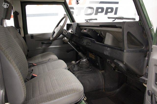 Land Rover Defender 110 7