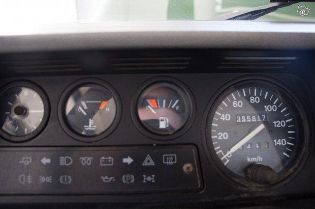 Land Rover Defender 110 13