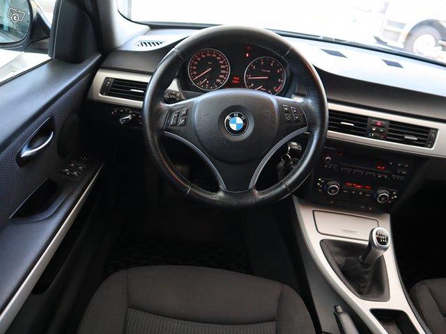 BMW 318i 13