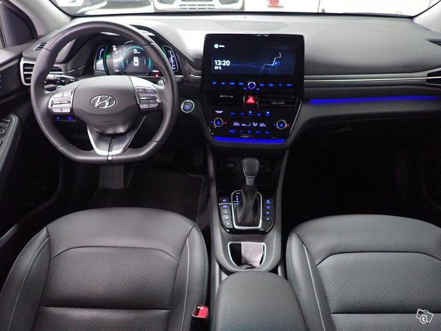Hyundai IONIQ Hybrid 10