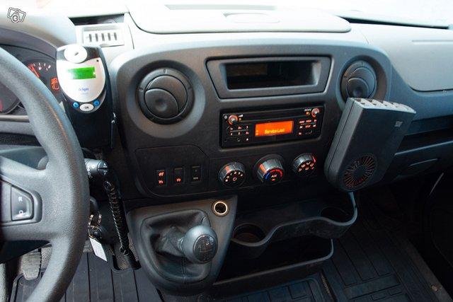Nissan NV400 12