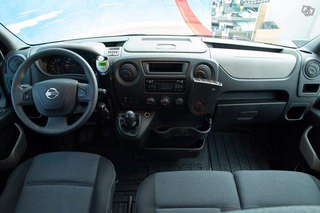 Nissan NV400 13