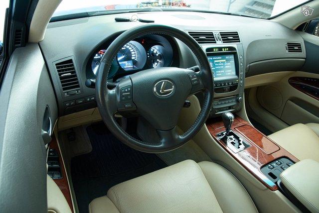 Lexus GS300 11