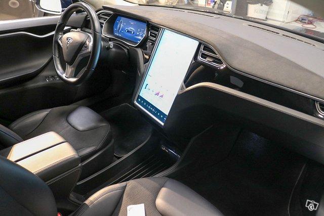 TESLA Model S 7
