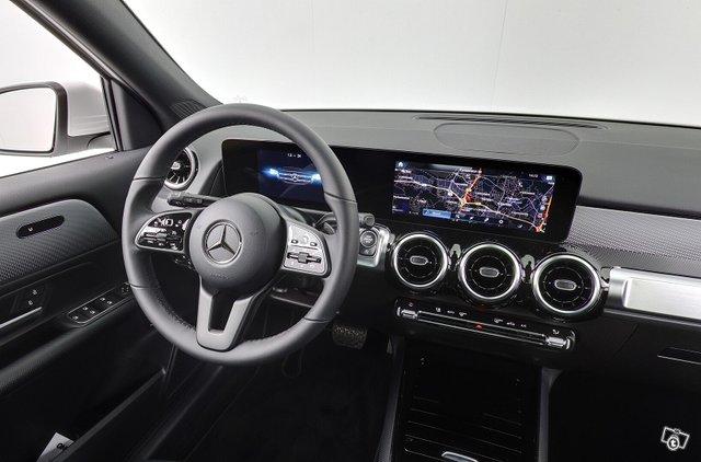 Mercedes-Benz GLB 12