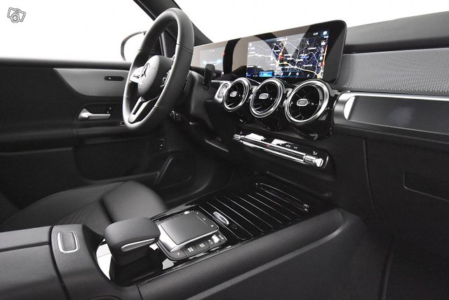 Mercedes-Benz GLB 13