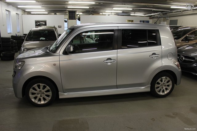 Daihatsu Materia 3
