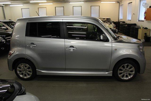 Daihatsu Materia 4