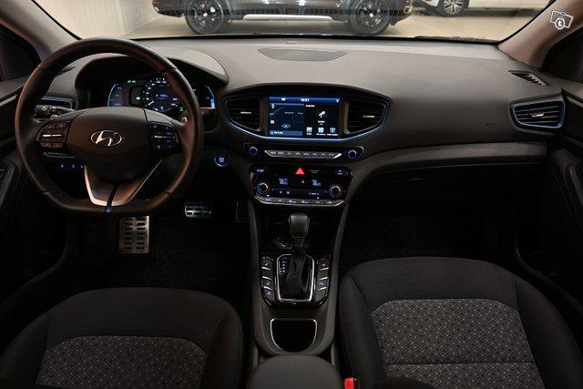 Hyundai IONIQ Plug-in 14