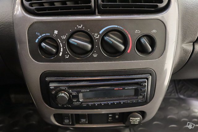 Chrysler Neon 13