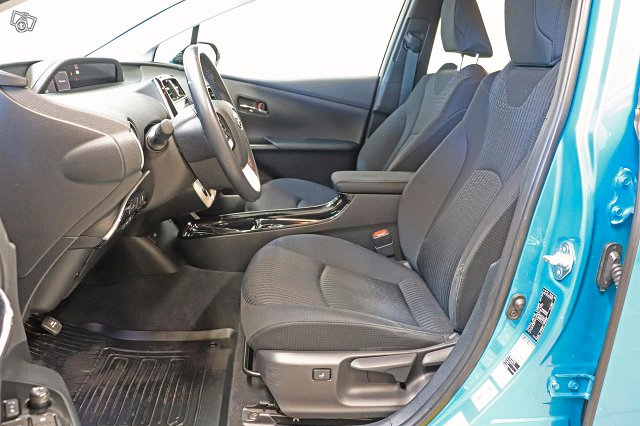 Toyota Prius Plug-in 9