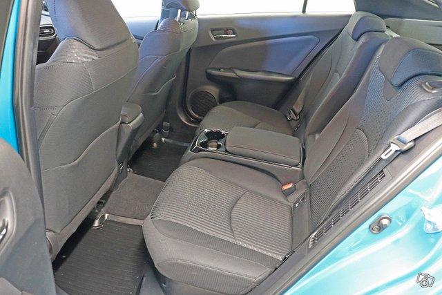 Toyota Prius Plug-in 10
