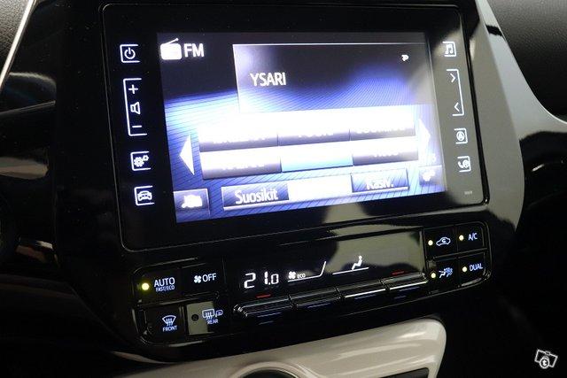 Toyota Prius Plug-in 13