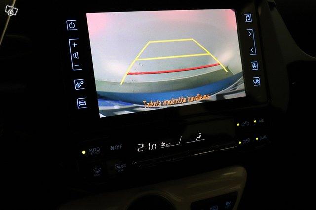 Toyota Prius Plug-in 14