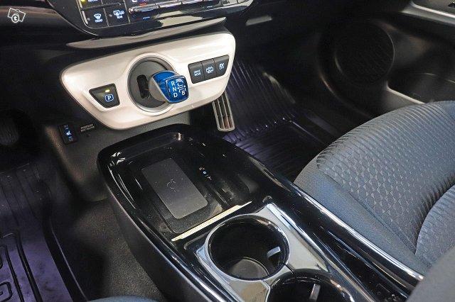 Toyota Prius Plug-in 16