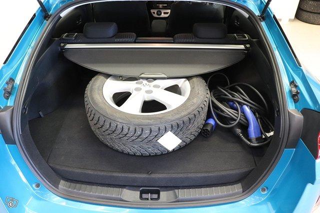 Toyota Prius Plug-in 17