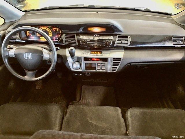 Honda FR-V 11