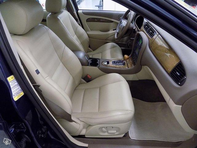Jaguar S-Type 9