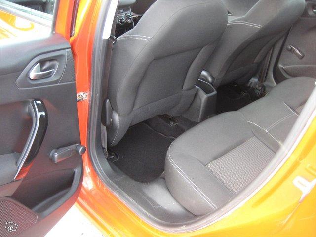 Peugeot 208 8