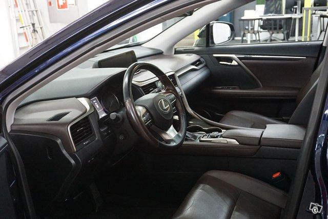 Lexus RX 9