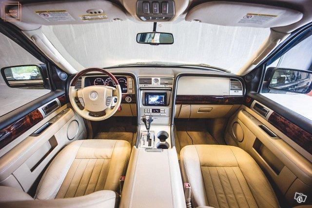Lincoln Navigator 11