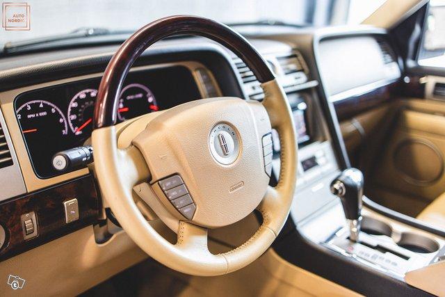 Lincoln Navigator 12