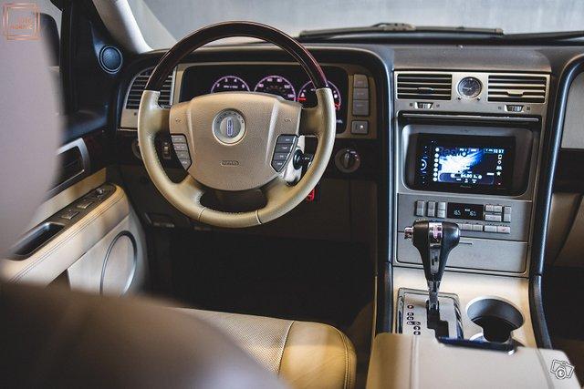 Lincoln Navigator 23