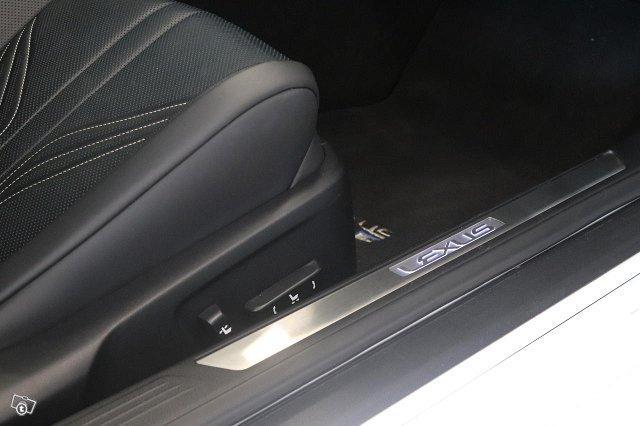 Lexus RC 16