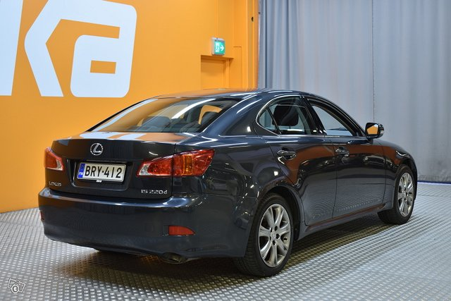 Lexus IS 4