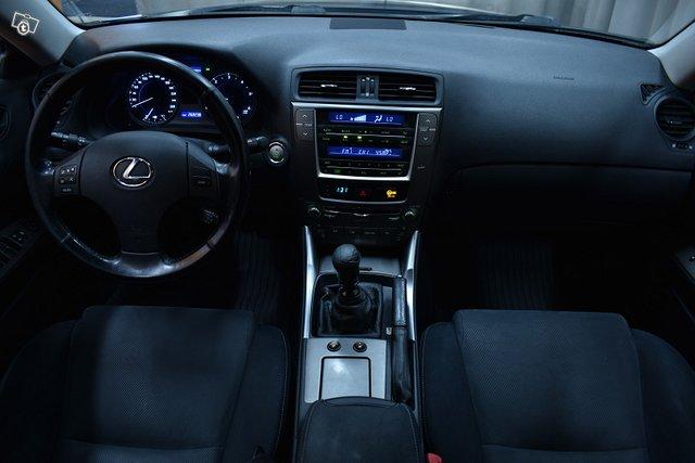 Lexus IS 12