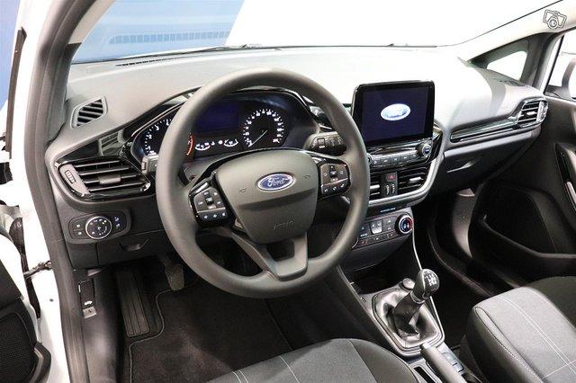 Ford Fiesta Van 10