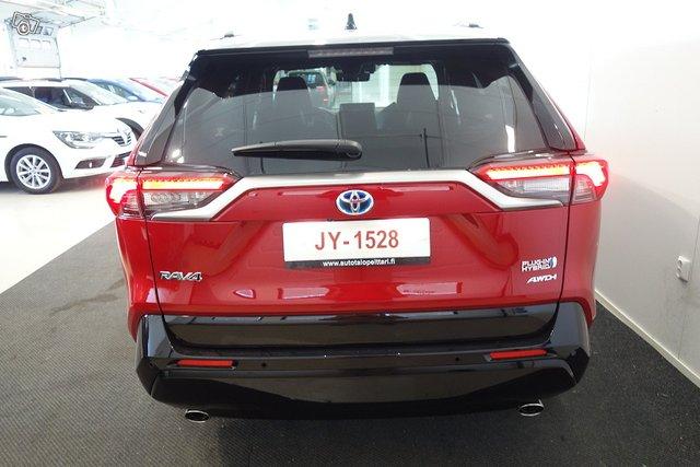 Toyota RAV4 Plug-in 4