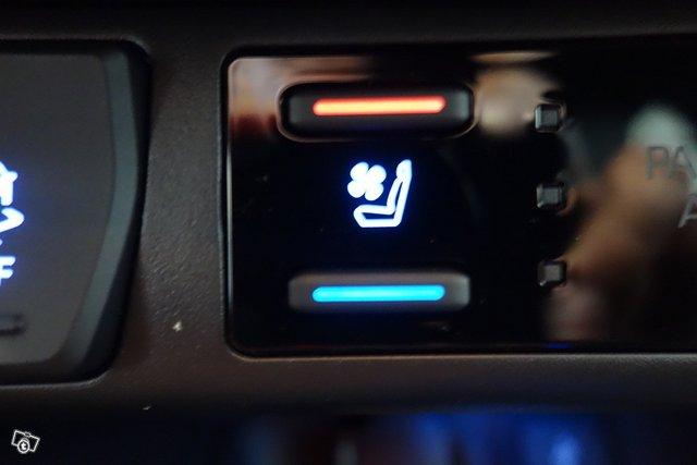 Toyota RAV4 Plug-in 16