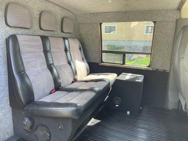 Chevrolet Express 3500 8