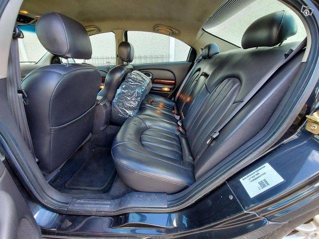 Chrysler 300M 9