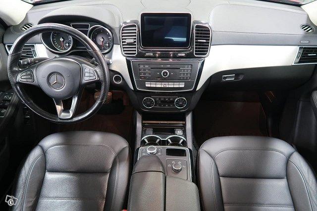 Mercedes-Benz GLE 9