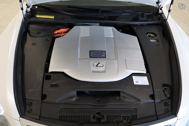 Lexus LS 15