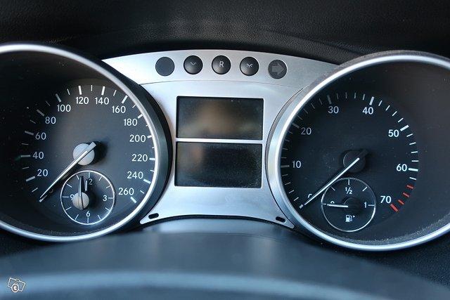 Mercedes-Benz R 18
