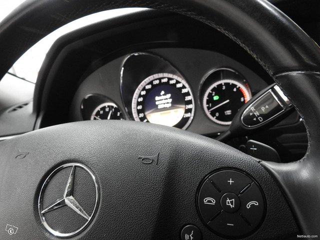 Mercedes-Benz 350 10