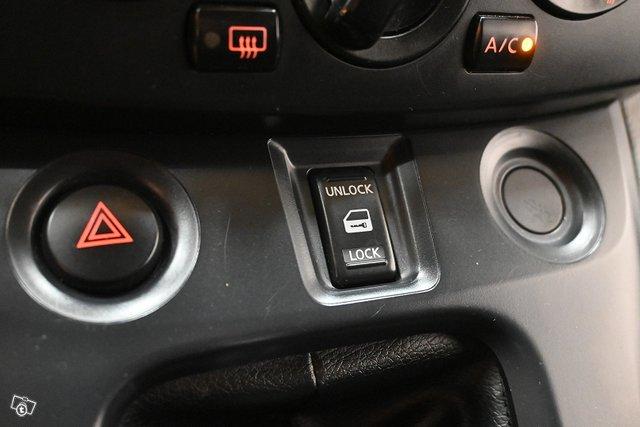 Nissan NV200 14